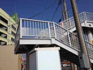 【プラスチック加工品実績紹介】歩道橋の腰板